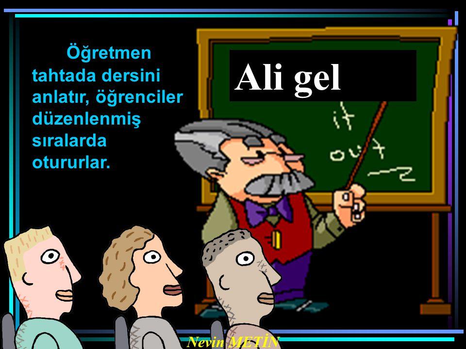 Ali gel Nevin METİN Öğretmen tahtada dersini anlatır, öğrenciler düzenlenmiş sıralarda otururlar.