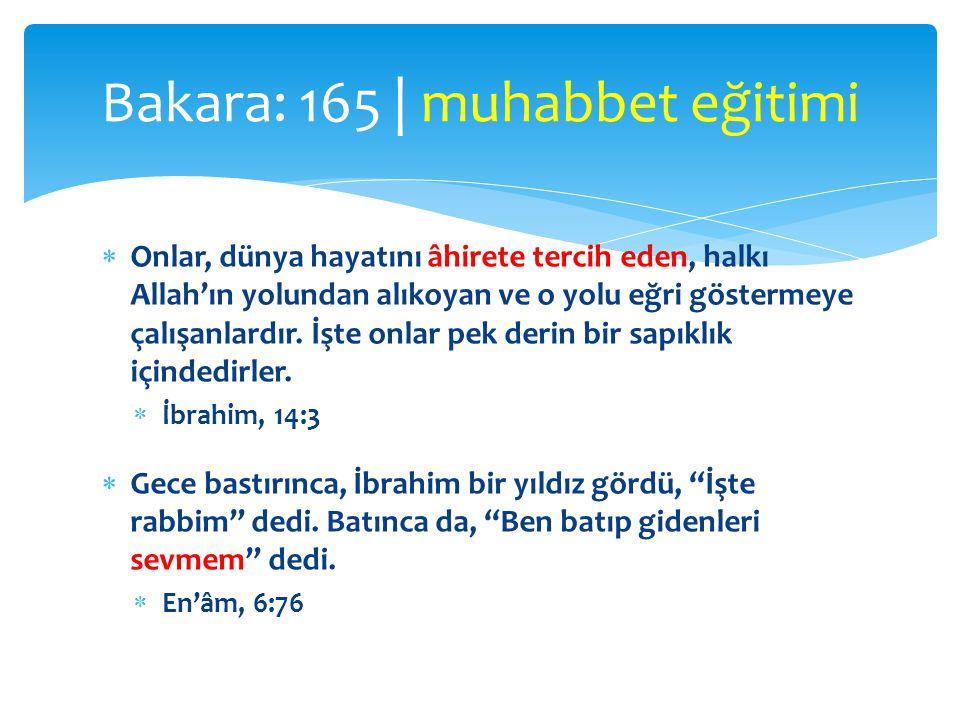  Onlar, dünya hayatını âhirete tercih eden, halkı Allah'ın yolundan alıkoyan ve o yolu eğri göstermeye çalışanlardır.