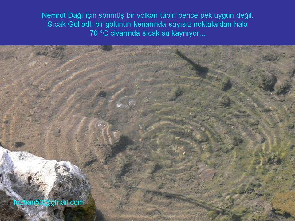 Nemrut Dağı için sönmüş bir volkan tabiri bence pek uygun değil. Sıcak Göl adlı bir gölünün kenarında sayısız noktalardan hala 70 °C civarında sıcak s