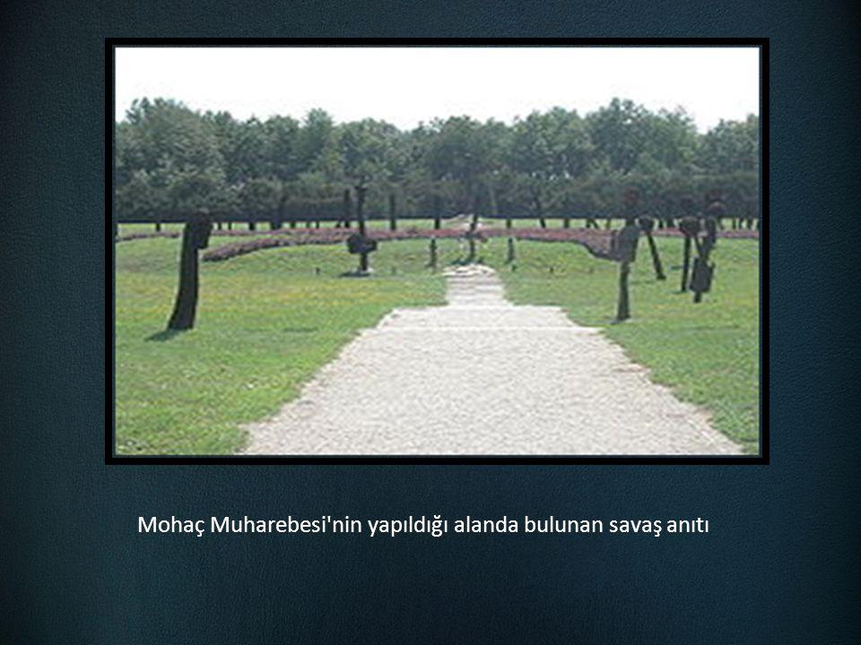 Mohaç Muharebesi'nin yapıldığı alanda bulunan savaş anıtı