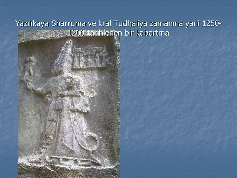 Yazılıkaya Sharruma ve kral Tudhaliya zamanına yani 1250- 1200 tarihlenen bir kabartma