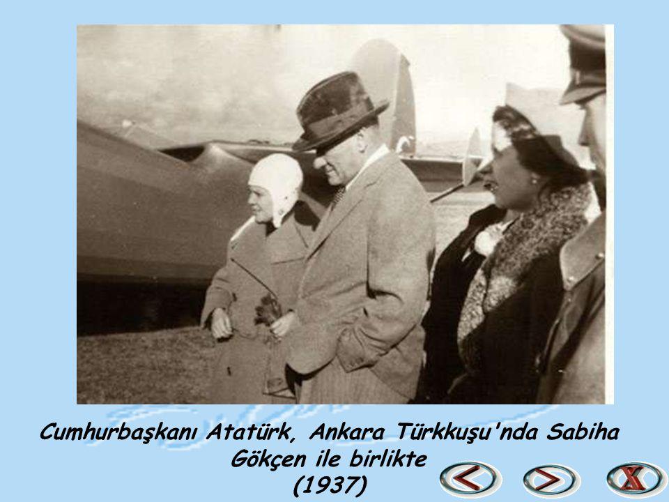 Cumhurbaşkanı Atatürk, Ankara Türkkuşu'nda Sabiha Gökçen ile birlikte (1937)