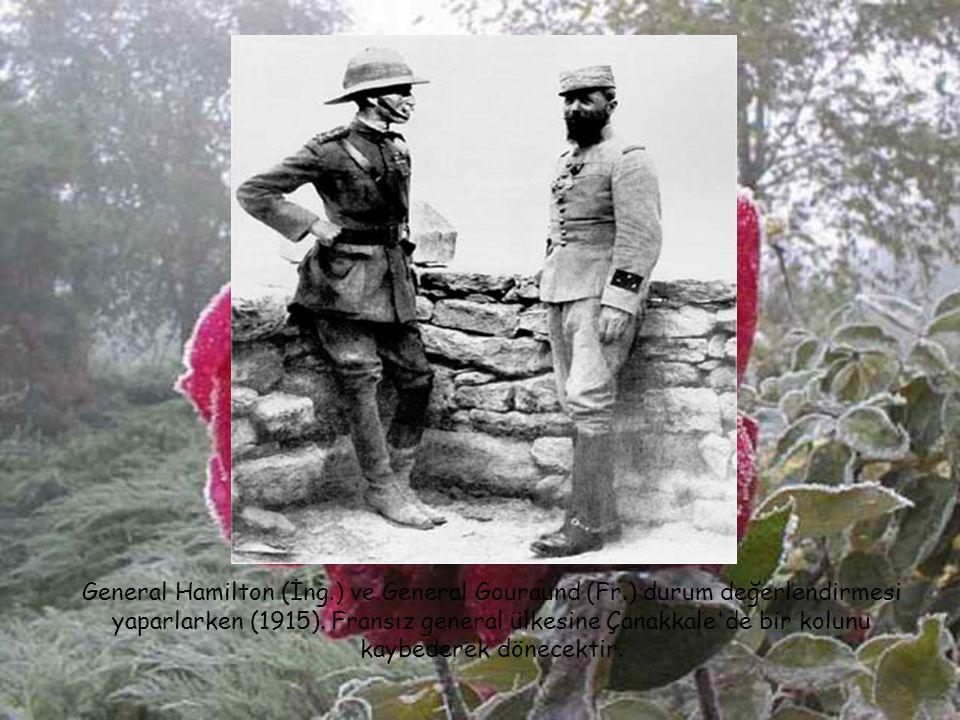 Çanakkale cephesini yöneten 5. Ordu karargah subahları: Ayaktakiler (sağdan); İkinci Ordu Kur. Bşk. İsmet (İnönü) Bey, Yaver Ütğm. Asım Bey, Liman von
