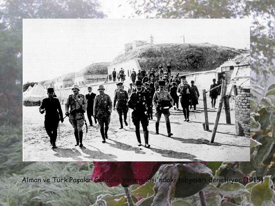 General Hamilton (İng.) ve General Gouraund (Fr.) durum değerlendirmesi yaparlarken (1915). Fransız general ülkesine Çanakkale'de bir kolunu kaybedere