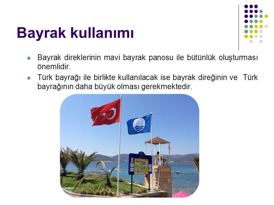 Bayrak kullanımı Bayrak direklerinin mavi bayrak panosu ile bütünlük oluşturması önemlidir. Türk bayrağı ile birlikte kullanılacak ise bayrak direğini