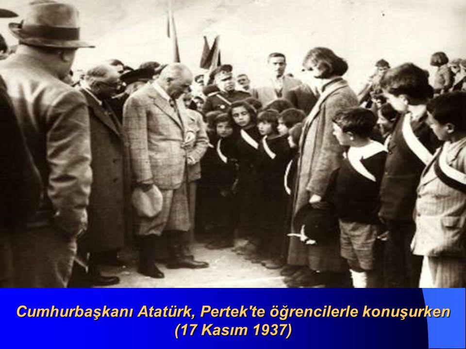 Cumhurbaşkanı Atatürk, Adana İsmet Paşa Kız Enstitüsünde tarih dersinde (19 Kasım 1937)