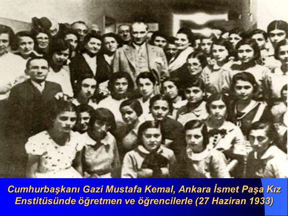 Cumhurbaşkanı Atatürk, Nazilli de öğrencilerle (9 Ekim 1937)