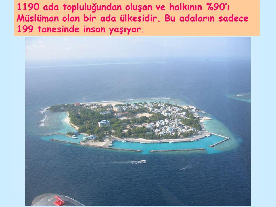 1190 ada topluluğundan oluşan ve halkının %90'ı Müslüman olan bir ada ülkesidir. Bu adaların sadece 199 tanesinde insan yaşıyor.