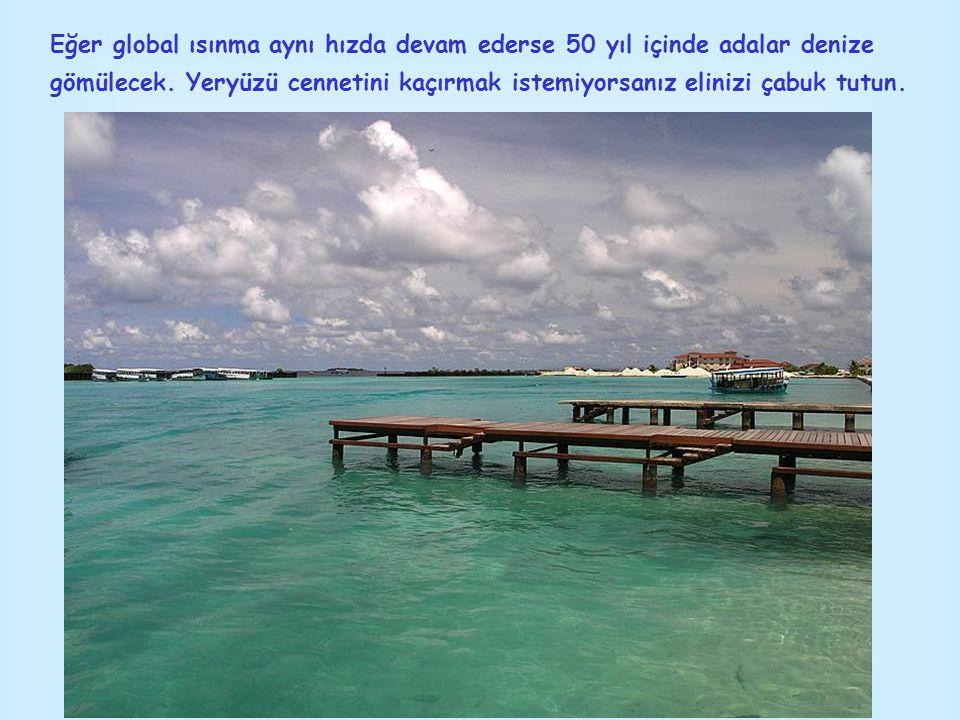 Adaya önceleri budizm hakim olsa da, bir arap gezgini olan Abul Barakhat Al-Bar Bari sayesinde adalara ulaşan müslümanlık hızla ada halkı tarafından kabul görmüş ve günümüzde Maldiv Cumhuriyeti'ni nüfusunun tamamı müslüman olan birkaç ülkeden biri haline getirmiştir.