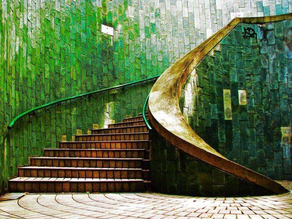 oysa bir yoldur merdiven…