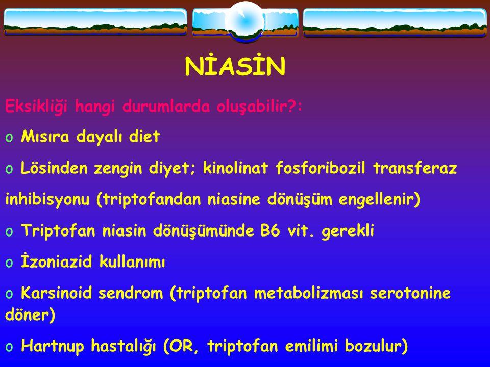 NİASİN Eksikliği hangi durumlarda oluşabilir?: o Mısıra dayalı diet o Lösinden zengin diyet; kinolinat fosforibozil transferaz inhibisyonu (triptofand