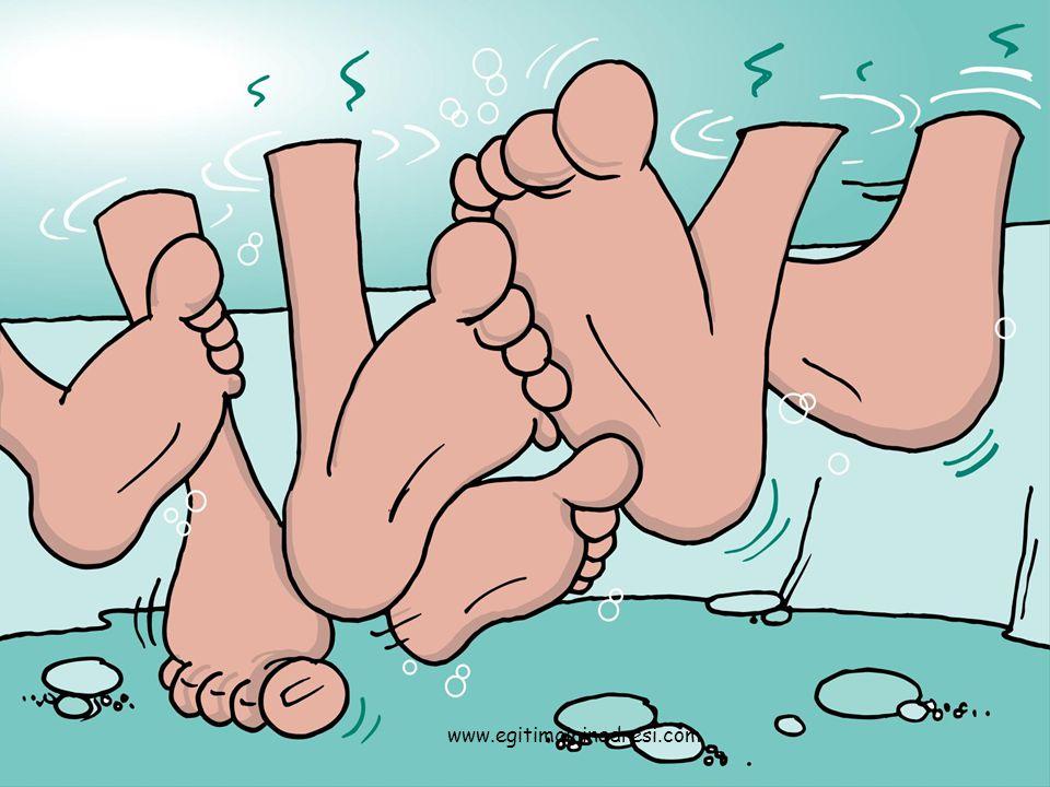 Ayaklarımız birbirine karıştı.Hangisi kimin bilemiyoruz.