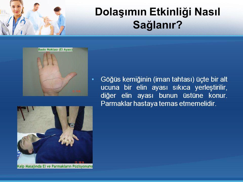 Göğüs kemiğinin (iman tahtası) üçte bir alt ucuna bir elin ayası sıkıca yerleştirilir, diğer elin ayası bunun üstüne konur. Parmaklar hastaya temas et