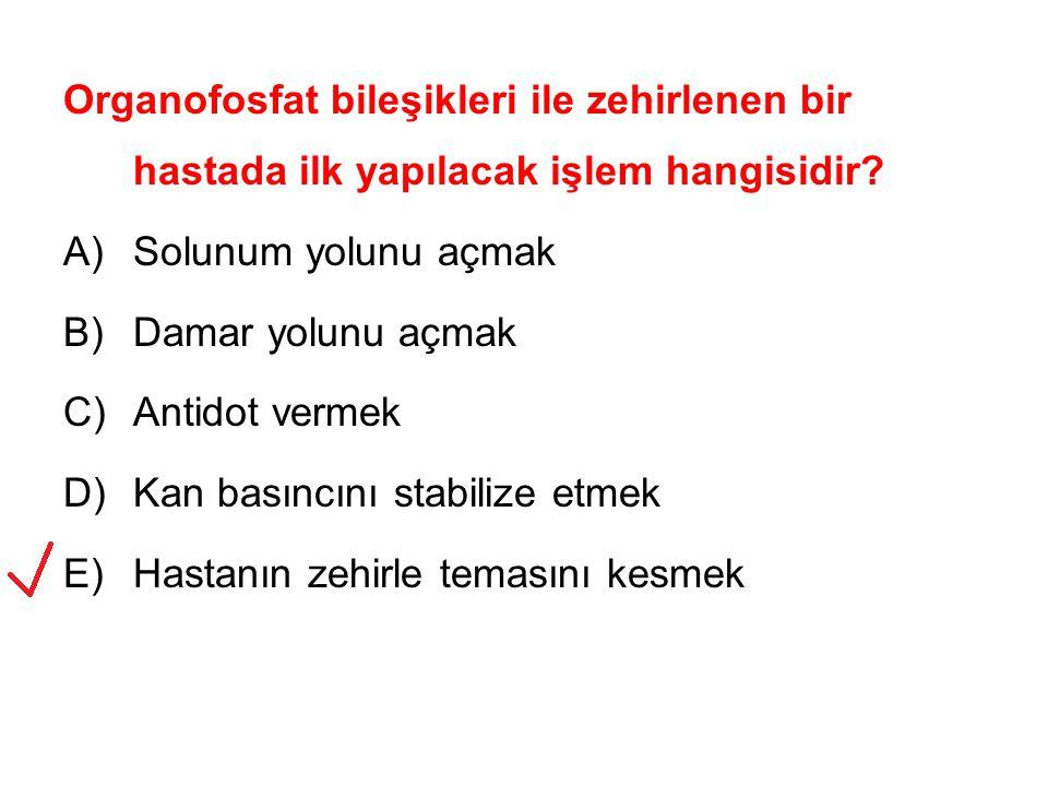 Organofosfat bileşikleri ile zehirlenen bir hastada ilk yapılacak işlem hangisidir? A)Solunum yolunu açmak B)Damar yolunu açmak C)Antidot vermek D)Kan