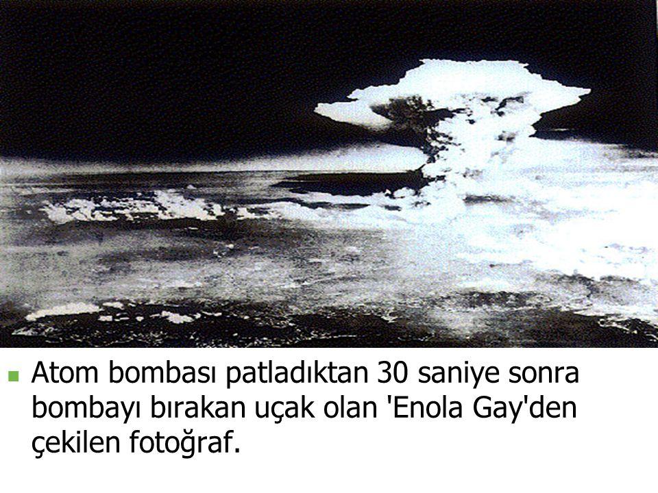 Atom bombası patladıktan 30 saniye sonra bombayı bırakan uçak olan Enola Gay den çekilen fotoğraf.