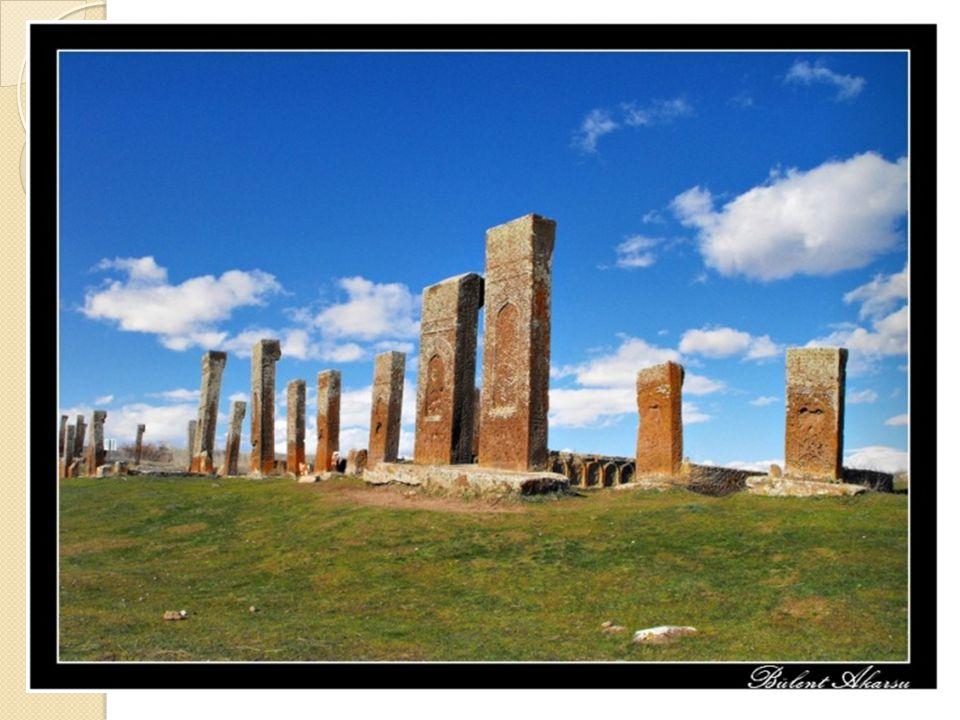 Göktürk yazıtlarındaki düzyazı, o zamanki Türkçenin en yüksek anlatım özelliklerini taşır.