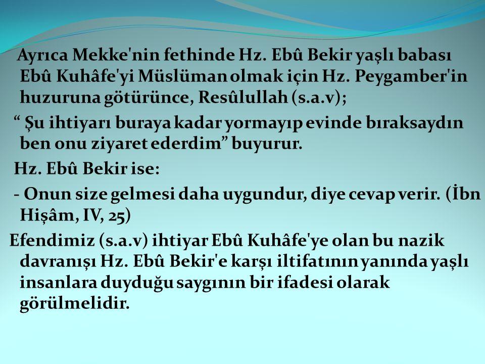 """Ayrıca Mekke'nin fethinde Hz. Ebû Bekir yaşlı babası Ebû Kuhâfe'yi Müslüman olmak için Hz. Peygamber'in huzuruna götürünce, Resûlullah (s.a.v); """" Şu i"""