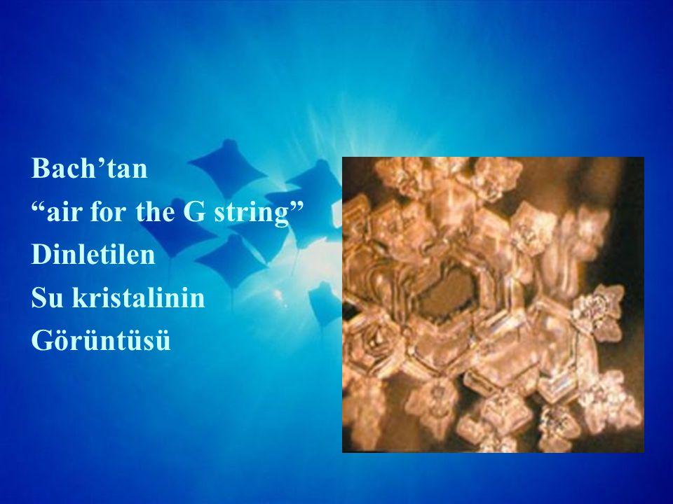 Heavy Metal Dinletilen Su kristalinin Görüntüsü