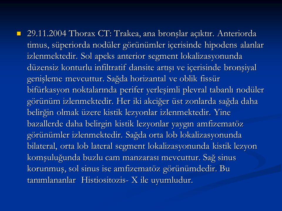 29.11.2004 Thorax CT: Trakea, ana bronşlar açıktır. Anteriorda timus, süperiorda nodüler görünümler içerisinde hipodens alanlar izlenmektedir. Sol ape