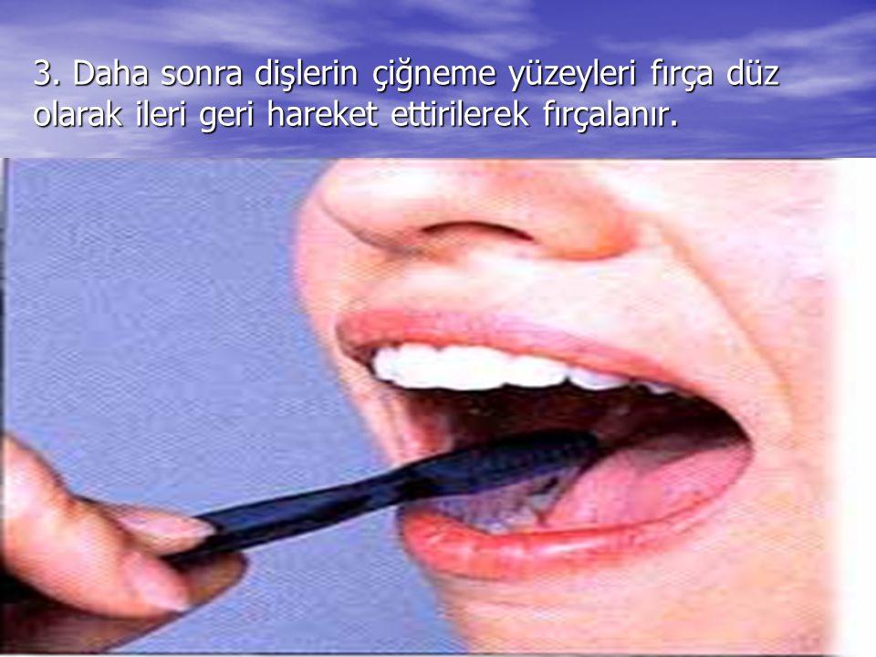 3. Daha sonra dişlerin çiğneme yüzeyleri fırça düz olarak ileri geri hareket ettirilerek fırçalanır.