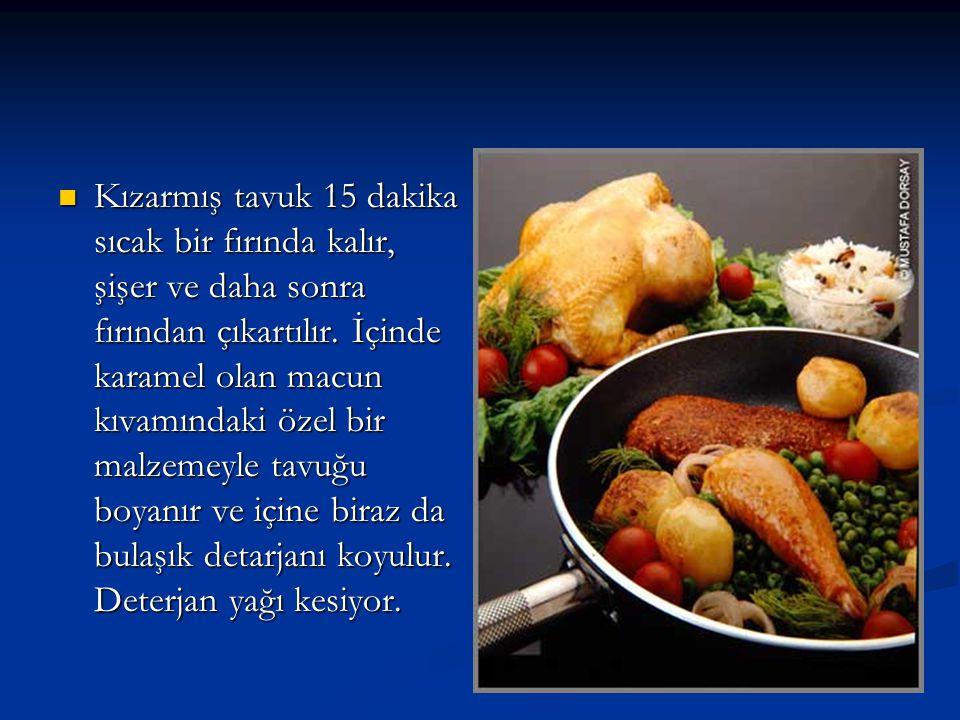 Kızarmış tavuk 15 dakika sıcak bir fırında kalır, şişer ve daha sonra fırından çıkartılır.