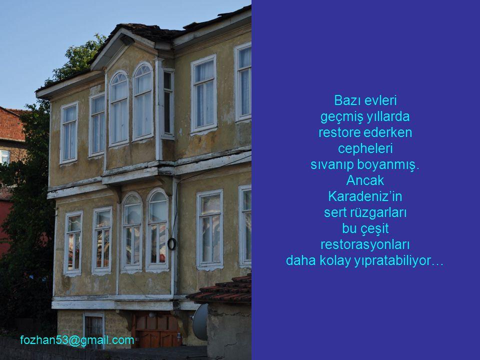 Bazı evleri geçmiş yıllarda restore ederken cepheleri sıvanıp boyanmış. Ancak Karadeniz'in sert rüzgarları bu çeşit restorasyonları daha kolay yıprata