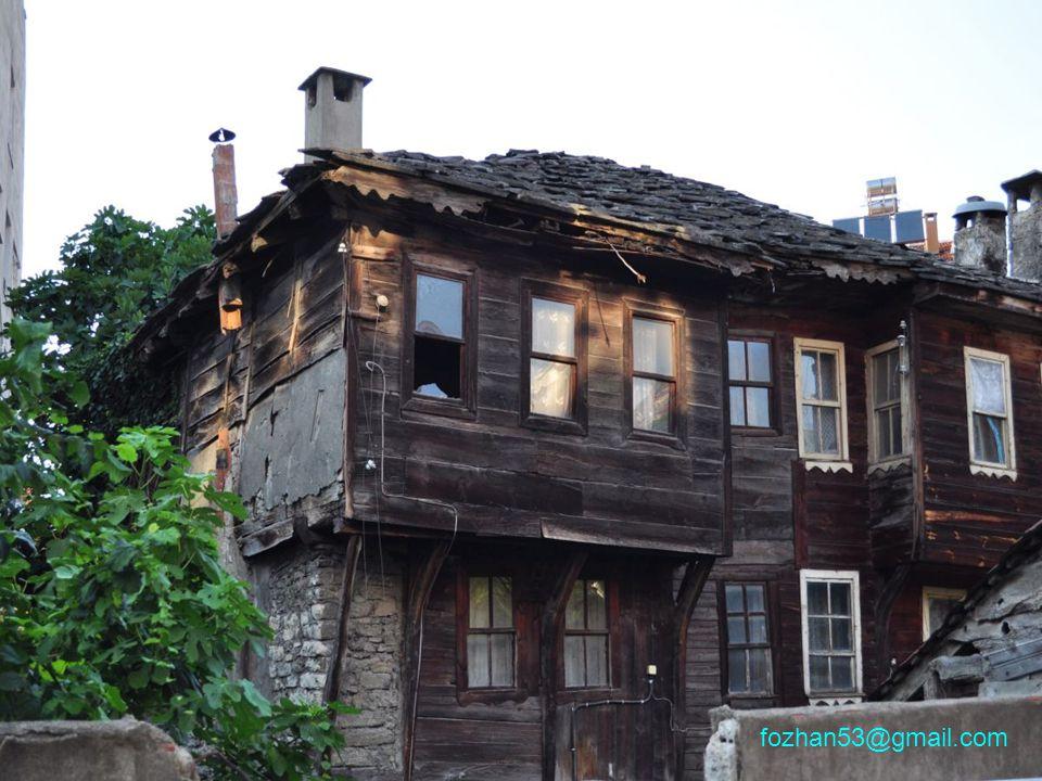 Yolunuz İnebolu'ya düşerse birkaç saatinizi ayırıp bu tipik İnebolu evlerini tamamen tahrip olup, yok olmadan bir görmeniz dileklerimle… Saygı ve selamlarımla Feridun ÖZHAN www.feridun.ozhan.de fozhan53@gmail.com