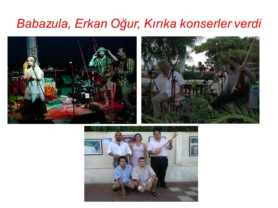 Turhan amca ile aynı yerde Tan ORAL' ın da sergisi vardı