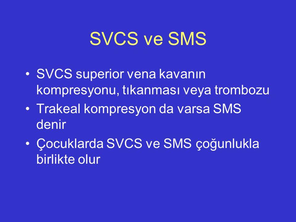 SVCS ve SMS SVCS superior vena kavanın kompresyonu, tıkanması veya trombozu Trakeal kompresyon da varsa SMS denir Çocuklarda SVCS ve SMS çoğunlukla bi