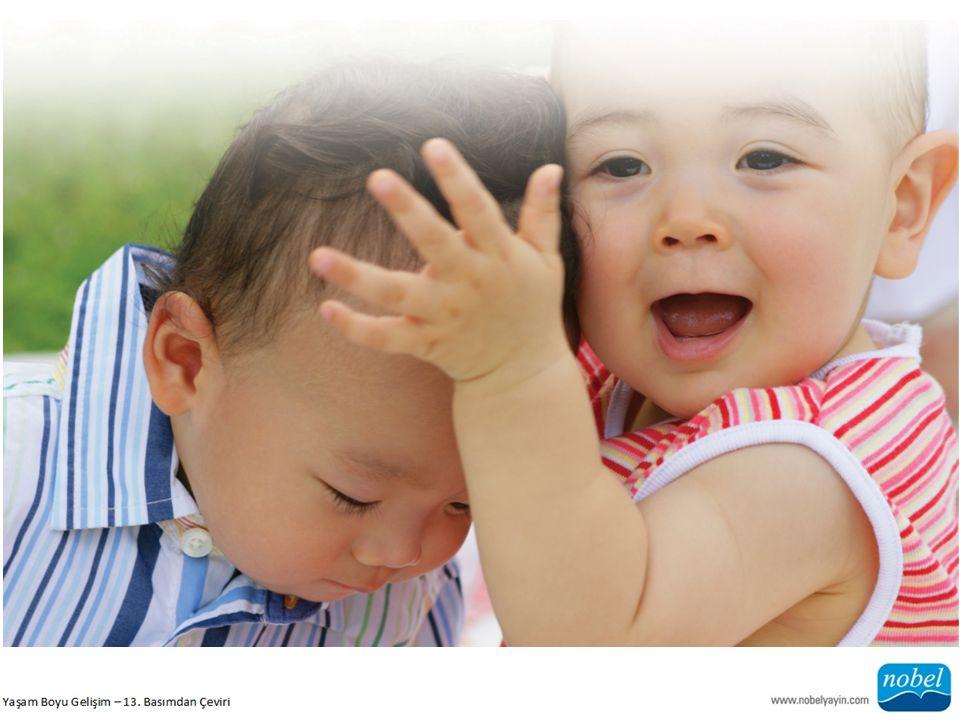 Kolay Çocuk: Genellikle olumlu bir ruh hali içinde olan, bebeklikte hızla düzenli alışkanlıklar oluşturan ve yeni deneyimlere kolayca uyum sağlayan çocuk.