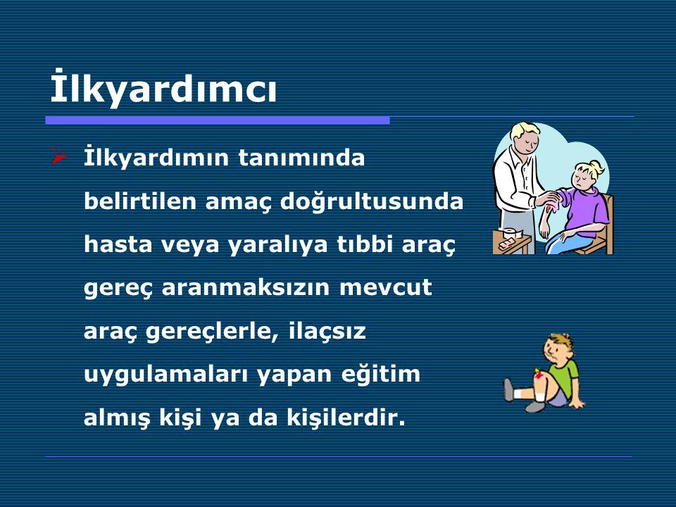İlkyardımcı  İlkyardımın tanımında belirtilen amaç doğrultusunda hasta veya yaralıya tıbbi araç gereç aranmaksızın mevcut araç gereçlerle, ilaçsız uy