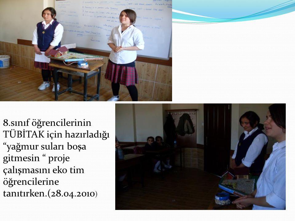 """8.sınıf öğrencilerinin TÜBİTAK için hazırladığı """"yağmur suları boşa gitmesin """" proje çalışmasını eko tim öğrencilerine tanıtırken.(28.04.2010 )"""