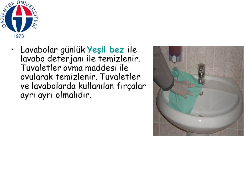 Lavabolar günlük Yeşil bez ile lavabo deterjanı ile temizlenir. Tuvaletler ovma maddesi ile ovularak temizlenir. Tuvaletler ve lavabolarda kullanılan