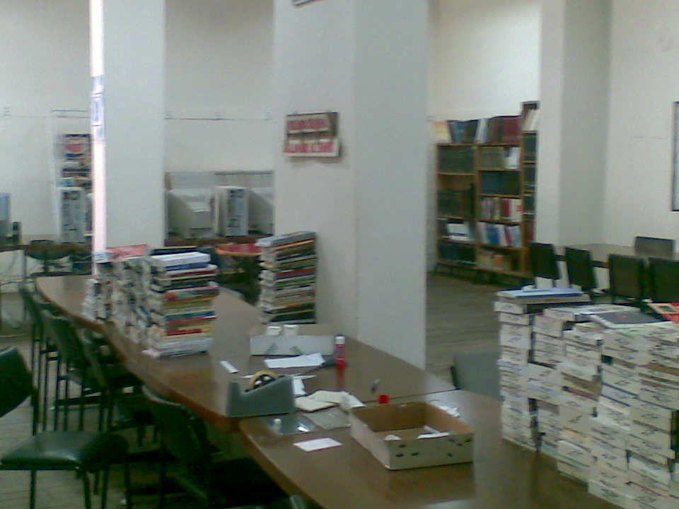 OKUYUCU DURUMU Kütüphanemizin okuyucu durumu salonda kitap alıp okuyan ve ödev yapan 4111 kişi, Süreli yayın okuyan 458 kişidir.