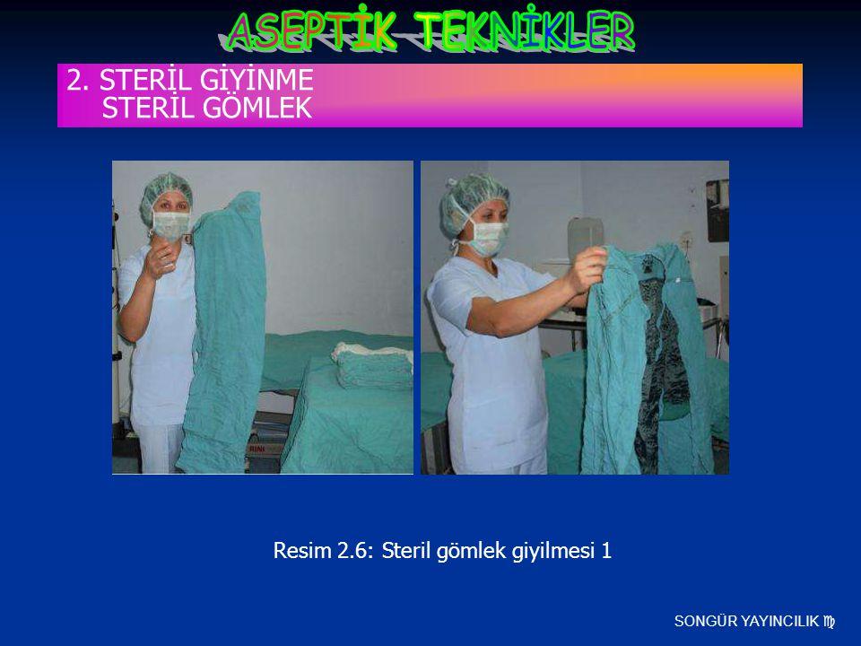 SONGÜR YAYINCILIK  Resim 2.6: Steril gömlek giyilmesi 1 2. STERİL GİYİNME STERİL GÖMLEK