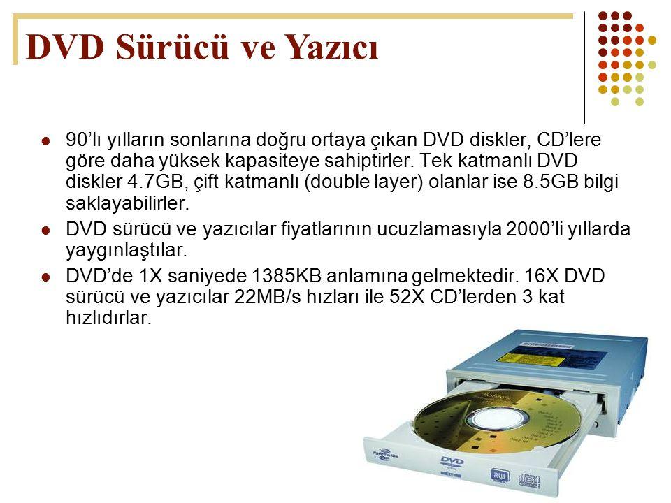 52 90'lı yılların sonlarına doğru ortaya çıkan DVD diskler, CD'lere göre daha yüksek kapasiteye sahiptirler. Tek katmanlı DVD diskler 4.7GB, çift katm