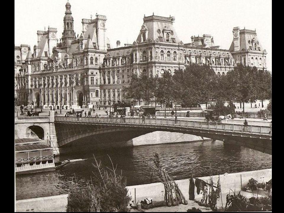 Eyfel Kulesi (La Tour Eiffel) İsmini, inşa ettiren firma olan Gustave Eiffel den alır.