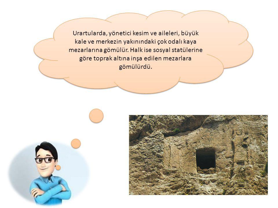 Urartularda, yönetici kesim ve aileleri, büyük kale ve merkezin yakınındaki çok odalı kaya mezarlarına gömülür. Halk ise sosyal statülerine göre topra