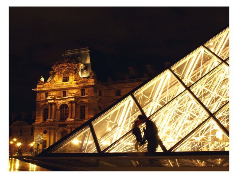 LOUVRE MÜZESİ VE CAM PİRAMİT