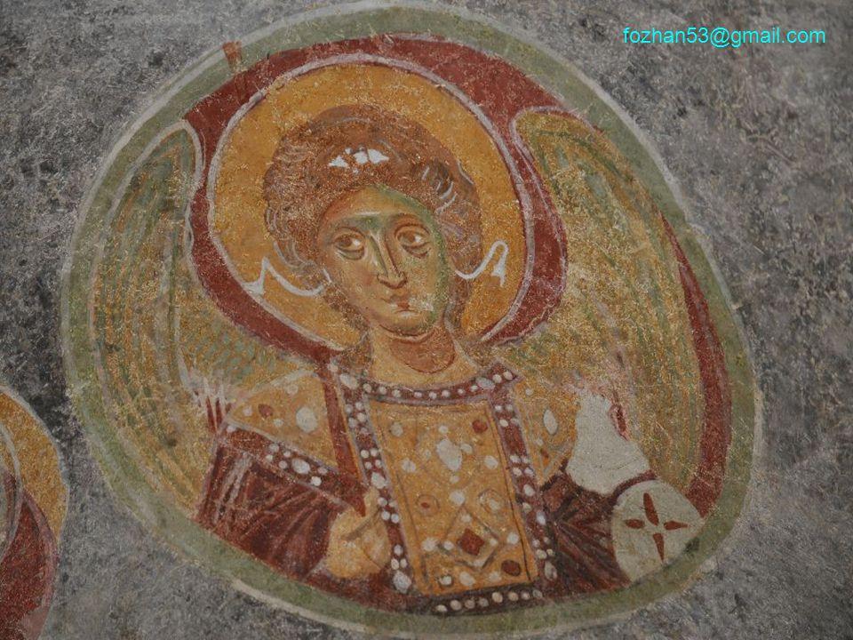 Bilhassa itinayla döşenmiş yer mozaikleri ilk inşa zamanından kalmadır. fozhan53@gmail.com