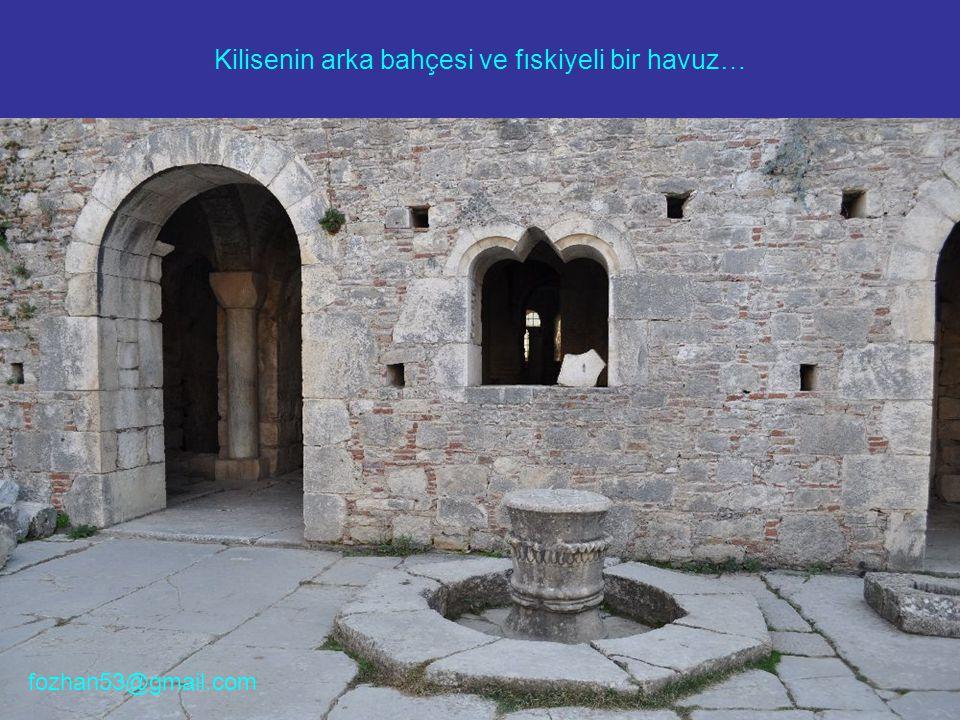 Kilisenin arka bahçesi ve fıskiyeli bir havuz… fozhan53@gmail.com