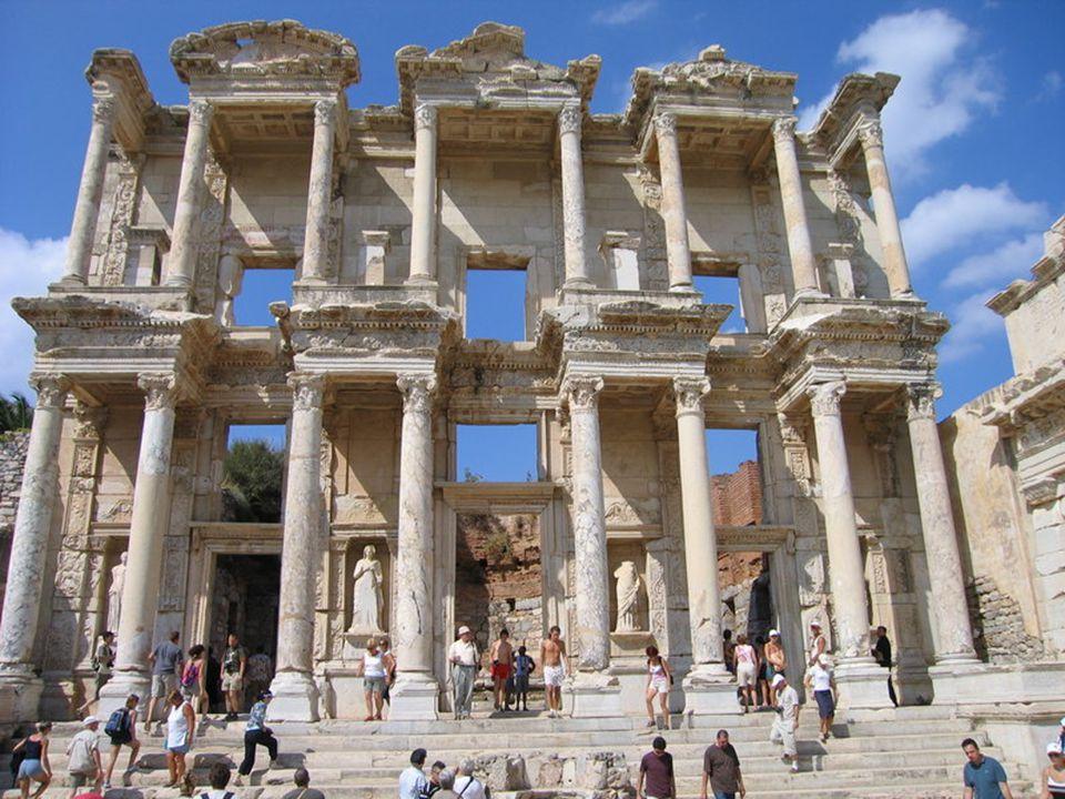 İMPARATORLUK DÖNEMİ -Fetihler büyük ölçüde durmuştur -İç sükunet sağlanarak yollar yapılmış ve halkın refah seviyesi yükseltilmeye çalışılmıştır -III Yy' da Roma İmparatorluğu gücünü kaybetmeye başladı -Merkezin zayıflaması, eyaletlerin kuvvetlenmesi, kavimler göçü sonucu sınır boylarındaki savaşların uzun sürmesi, hırıstıyanlığın yayılmasıyla çıkan iç karışıklıklar imparatorluğun 395 yılında ikiye ayrılmasına neden oldu -476 yılında kuzeyden gelen barbar kavimlerinin