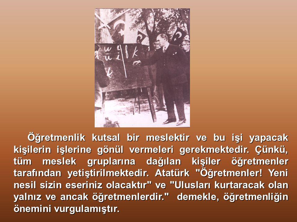 Atatürk, Ulus okulları dediğimiz Millet Mektepleri'nde yazı tahtasının başına geçerek dersler verdi. Bakanlar Kurulu 11.11.1928 tarihinde yaptığı topl