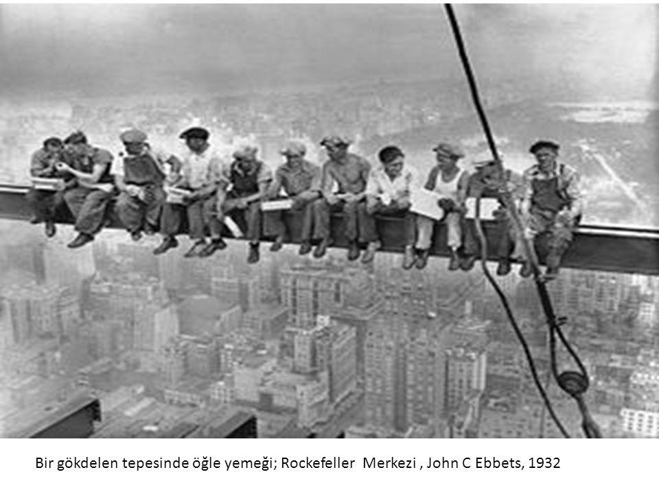 Bir gökdelen tepesinde öğle yemeği; Rockefeller Merkezi, John C Ebbets, 1932