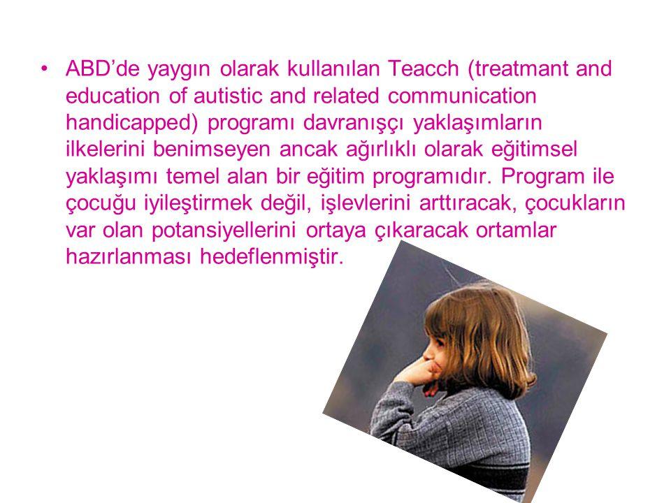 ABD'de yaygın olarak kullanılan Teacch (treatmant and education of autistic and related communication handicapped) programı davranışçı yaklaşımların i