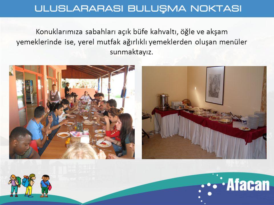 Konuklarımıza sabahları açık büfe kahvaltı, öğle ve akşam yemeklerinde ise, yerel mutfak ağırlıklı yemeklerden oluşan menüler sunmaktayız.