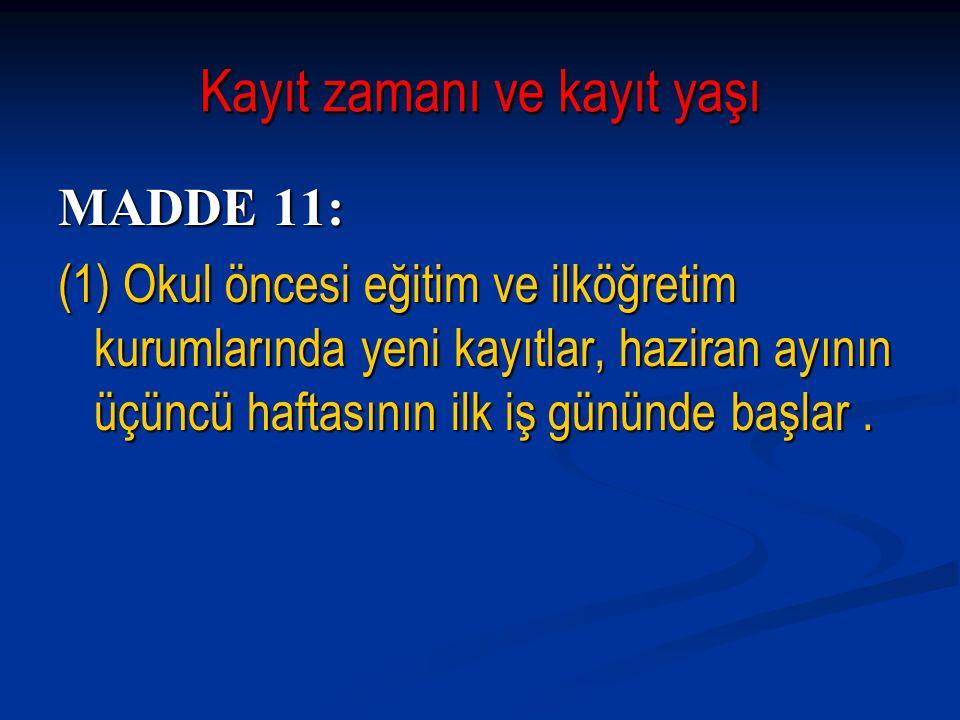 Derslik donatımı, eğitim araç ve gereci MADDE 85: MADDE 85: ( 2) Dersliklerde yazı tahtasının üst kısmına Atatürk'ün portresi, onun üstüne ay yıldız sağa bakacak şekilde Türk Bayrağı, Atatürk'ün portresinin duruşuna göre sağına İstiklâl Marşı, soluna Atatürk'ün Gençliğe Hitabesi asılır.