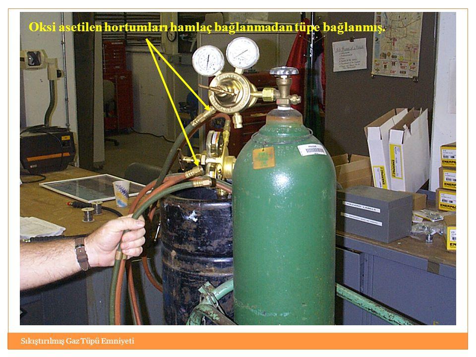 Sıkıştırılmış Gaz Tüpü Emniyeti Oksi asetilen hortumları hamlaç bağlanmadan tüpe bağlanmış.