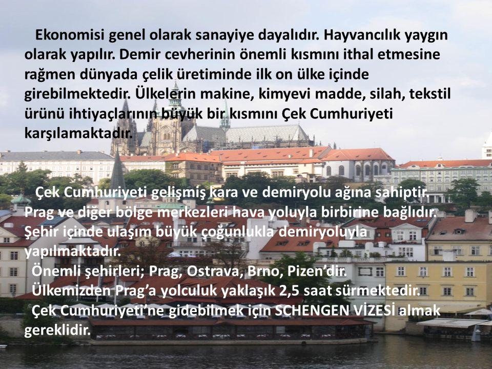 31 Aziz Heykeli'nin bulunduğu CHARLES KÖPRÜSÜ.