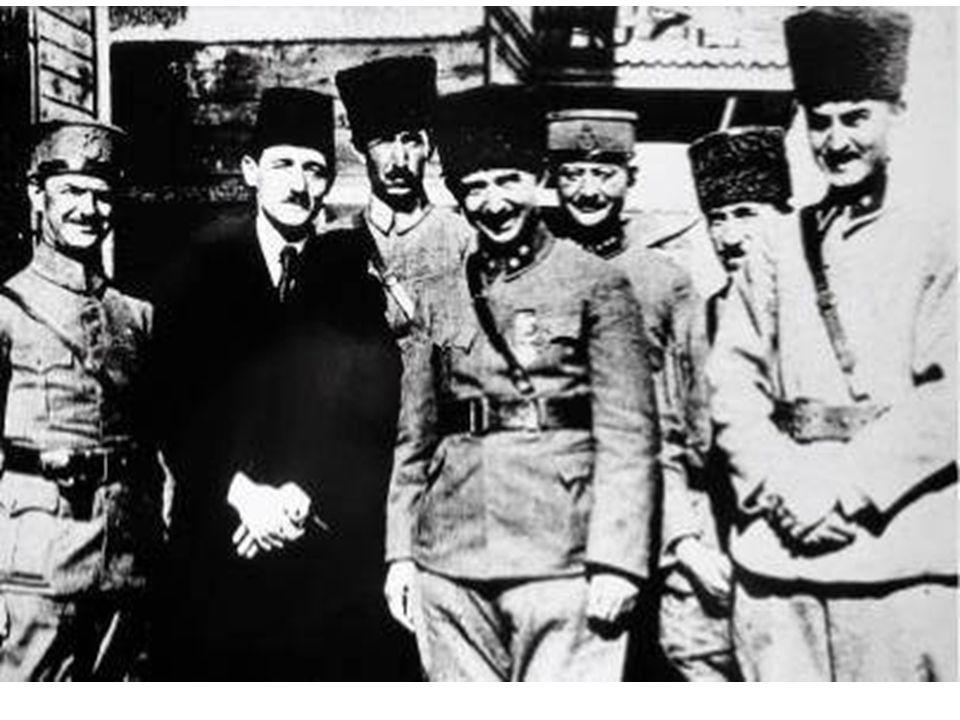 Ateşkesin Nedenleri: 1)-Yunan Ordusunun kesin olarak yenilgiye uğratılması, 2)-Boğazları ve Doğu Trakya yı Türklere vermek istemeyen İngiltere nin Türkiye ile yeni bir savaş olasılığı karşısında yalnız kalması; * İngiltere sömürgelerinin savaşmak istememesi, * Savaşlardan bıkan İngiliz halkının Loyd George hükümetine baskı yapması * Fransa ve İtalya nın savaşı sona erdirmesi için İngiltere ye baskı yapması *Mustafa Kemal in diplomatik çabaları ve barışçı siyasetinden dolayı Boğazların ve Anadolu'nun İtilâf Devletlerinin eline geçmesini istemeyen Sovyet Rusya nın Türklerin yanında yer alacağını dünya kamuoyuna duyurması.